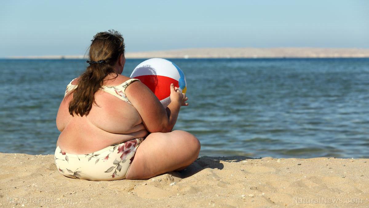 толстая женщина на пляже